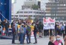 Απεργία ΠΝΟ: Διαμαρτύρονται οι επιβάτες στο λιμάνι του Πειραιά