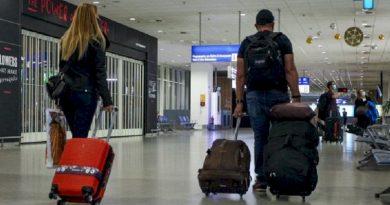 Παρατάσεις αεροπορικών οδηγιών για προϋποθέσεις εισόδου στη χώρα