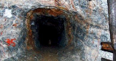 Η άγνωστη πλευρά του Υμηττού: Οι μυστηριώδεις σήραγγες και η τρύπια σπηλιά
