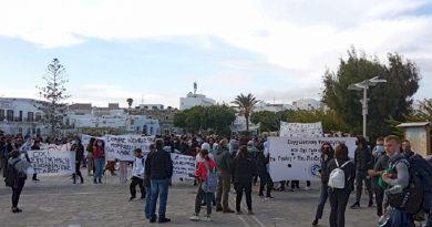 Διαμαρτυρία για την συγχώνευση τμημάτων Γυμνασίου και ΕΠΑΛ Πάρου [ΒΙΝΤΕΟ]